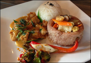 Combo Egg Yolk Butter Chicken & Season Vegetable in Yam Basket Rice U-Cafe
