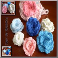 Florezinhas de crochê em forma de caracol.