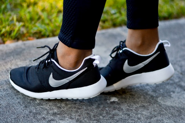 Fall Outfit Ideas | Sporty Style | Nike Roshe Run