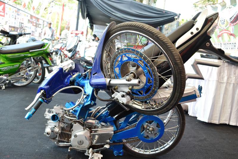 Modifikasi Motor Honda Karisma Lipat title=