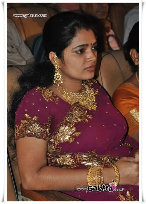 tamil serial aunty abitha hot cleavage