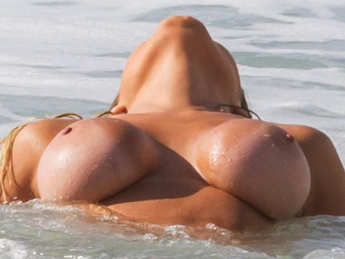 Andressa Urach Topless Beach