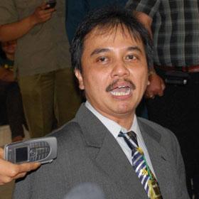 Menpora Roy Suryo Akan Bubarkan PSSI, Benarkah ?