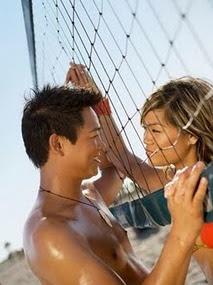 5 Kekurangan Cowok yang Bikin Cewek Jatuh Cinta
