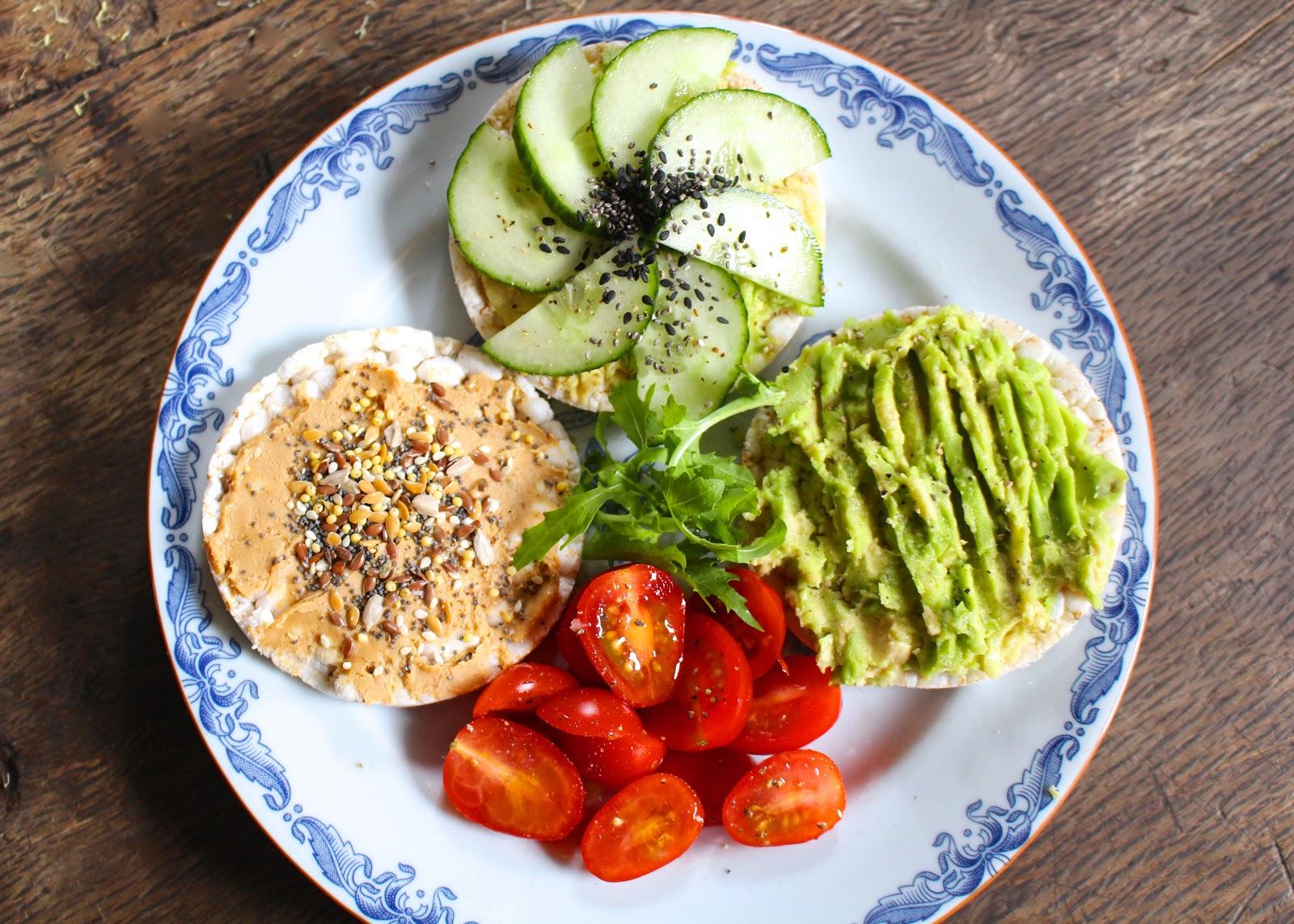 Easy vegan lunch rice crackers