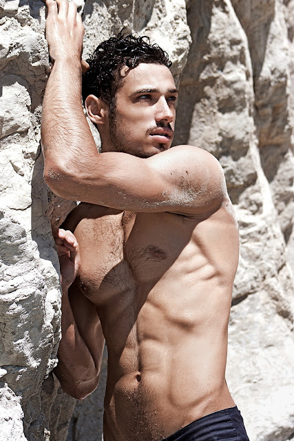sexy model Dionis Cenusa by photographer Victor Alaez Studio