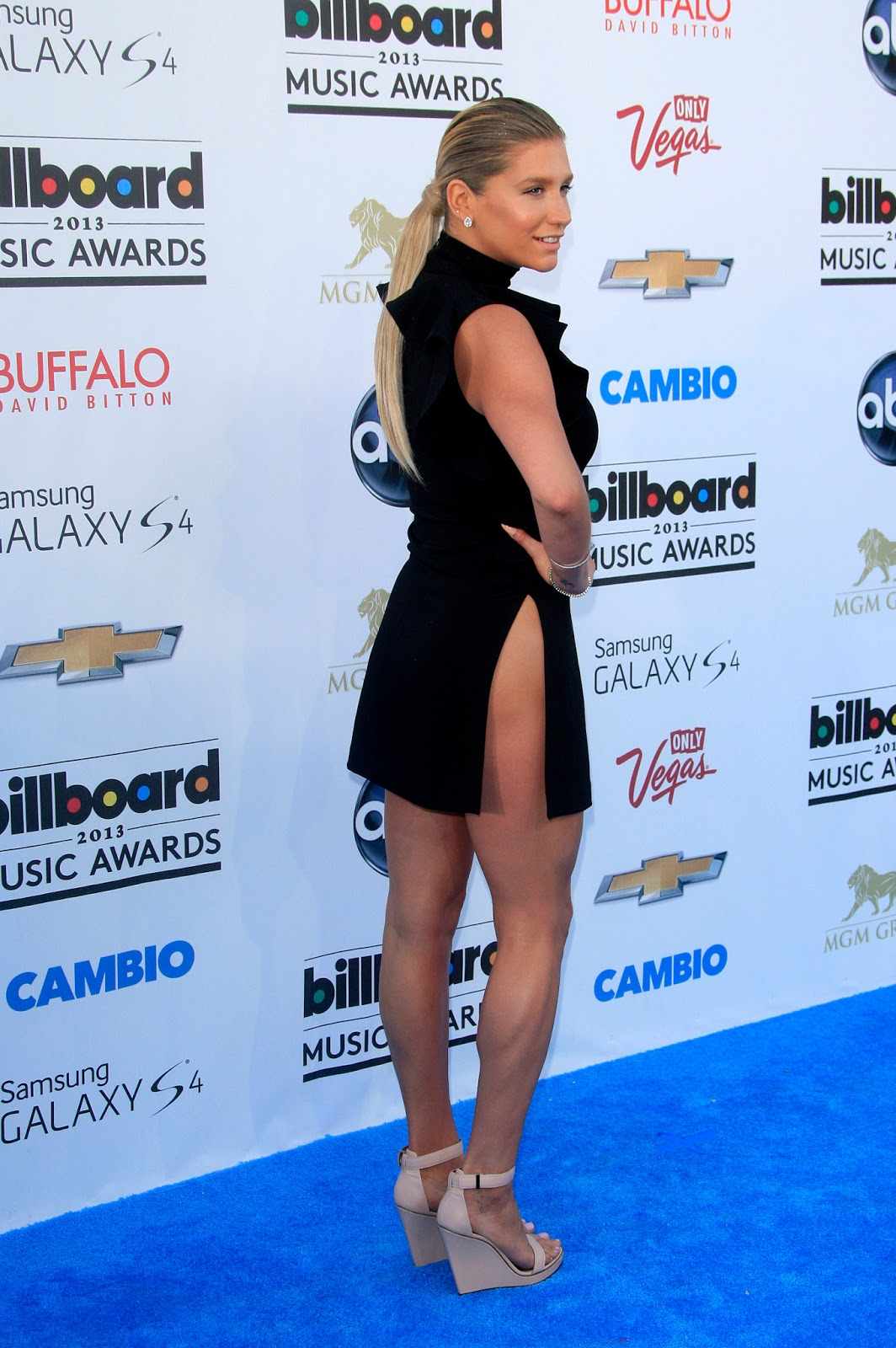 Kesha In A Revealing Dress At 2013 Billboard Music Awards