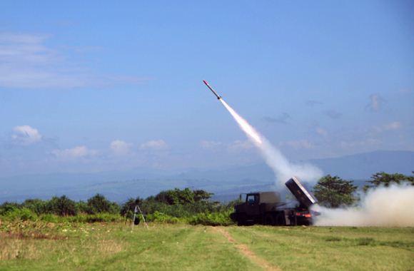 Peluncuran roket RHAN-1220