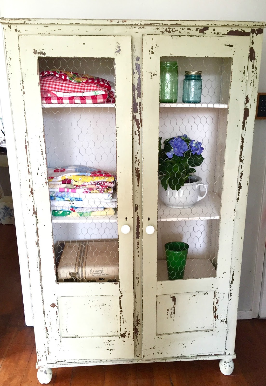 How To Make An Old Cabinet Have Farmhouse Style
