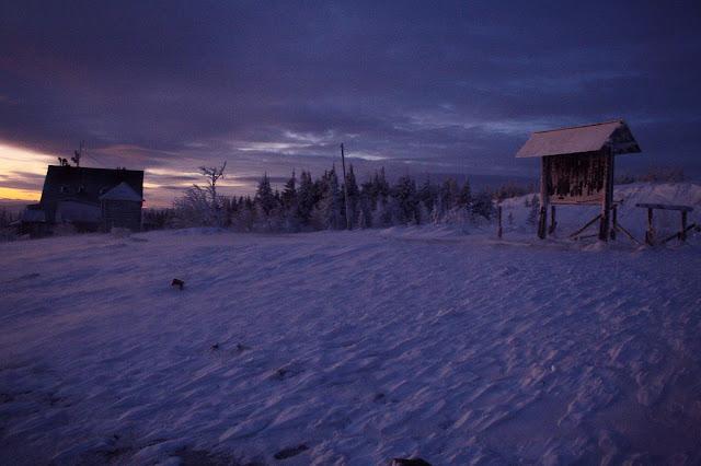 Schronisko na Skrzycznem o wschodzie słońca