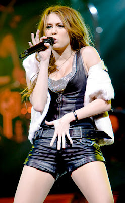 best Miley Cyrus pictures on music concert 06