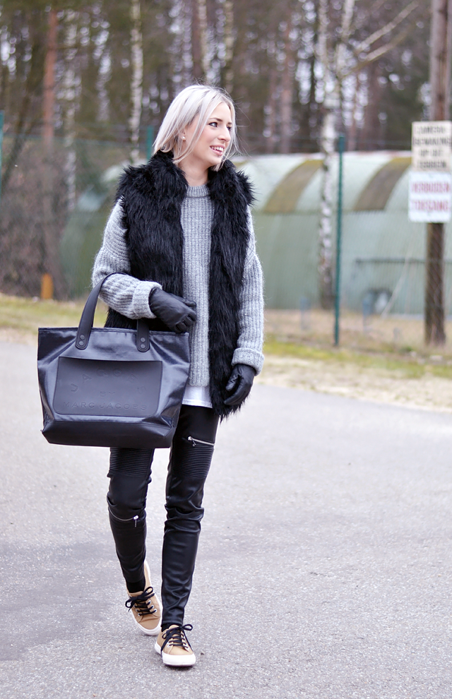 Outfit, Fashionblogger, Superga camel, Fur vest, bershka, grey jumper, zara, Leather pants, biker, zara, zippers, Marc by marc jacobs bag, jeans, denim, white hair,