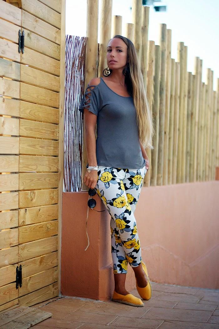 outfit giallo+grigio