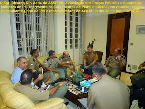 O Sgt. Ricardo  da ASSP-PE,  em reunião co Subtenentes o Comandante Geral da PM e a AEAJA – foto 02