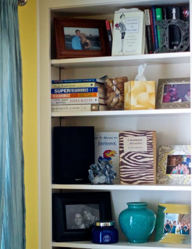 Organizing a display shelf