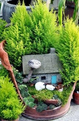 عمل تجميل للاواني المكسورة broken-pot-fairy-garden-3-262x400.jpg