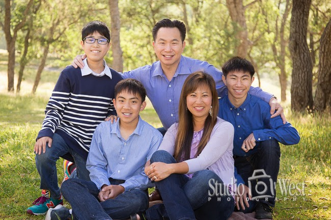Location family portrait - Wooded location shoot - Family portrait - Studio 101 West Photography