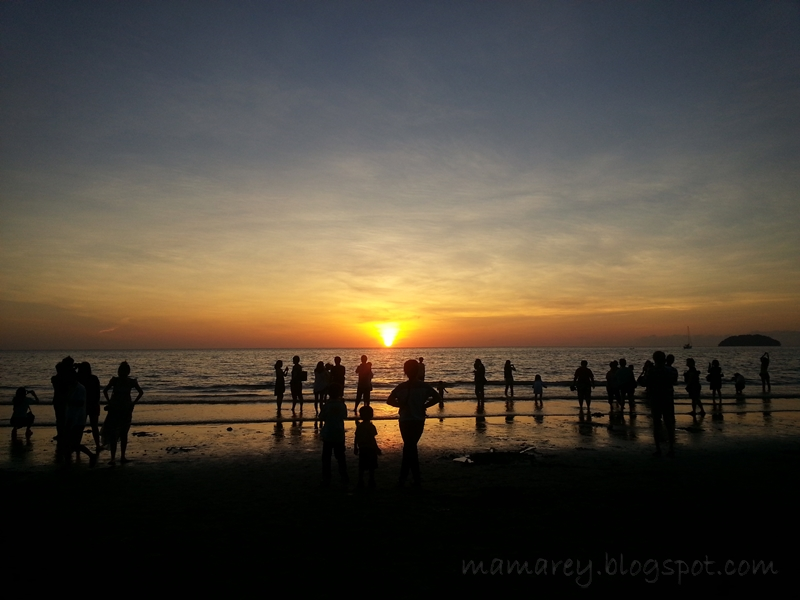 Menikmati Senja Di Pantai Tanjung Aru