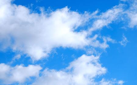 Foto foto langit cerah siang hari yang sangat indah dan menyejukkan