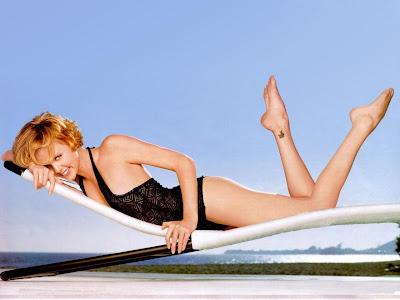 Charlize Theron Glamorous Wallpaper