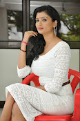 Ishitha Vyas sizzling pics-thumbnail-8