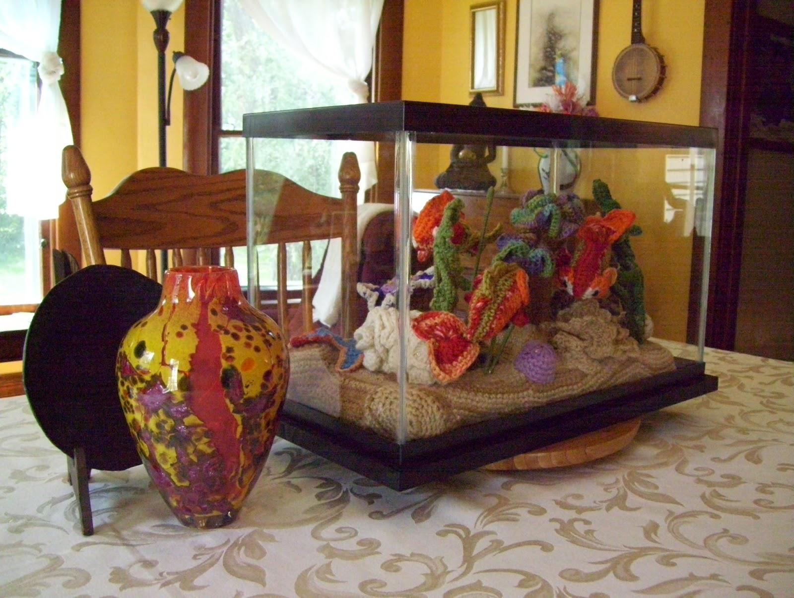 Studio 2137 crocheted fish tank for Jouet aquarium poisson