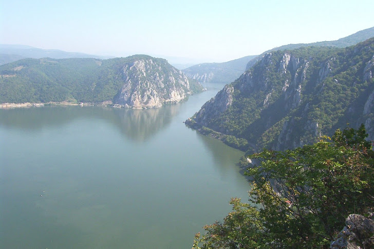 Vedere aeriana a Cazanelor Dunarii