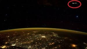 buongiornolink - C'è un Ufo nella foto dell'astronauta il tweet di Kelly dalla ISS fa il giro del mondo (foto)