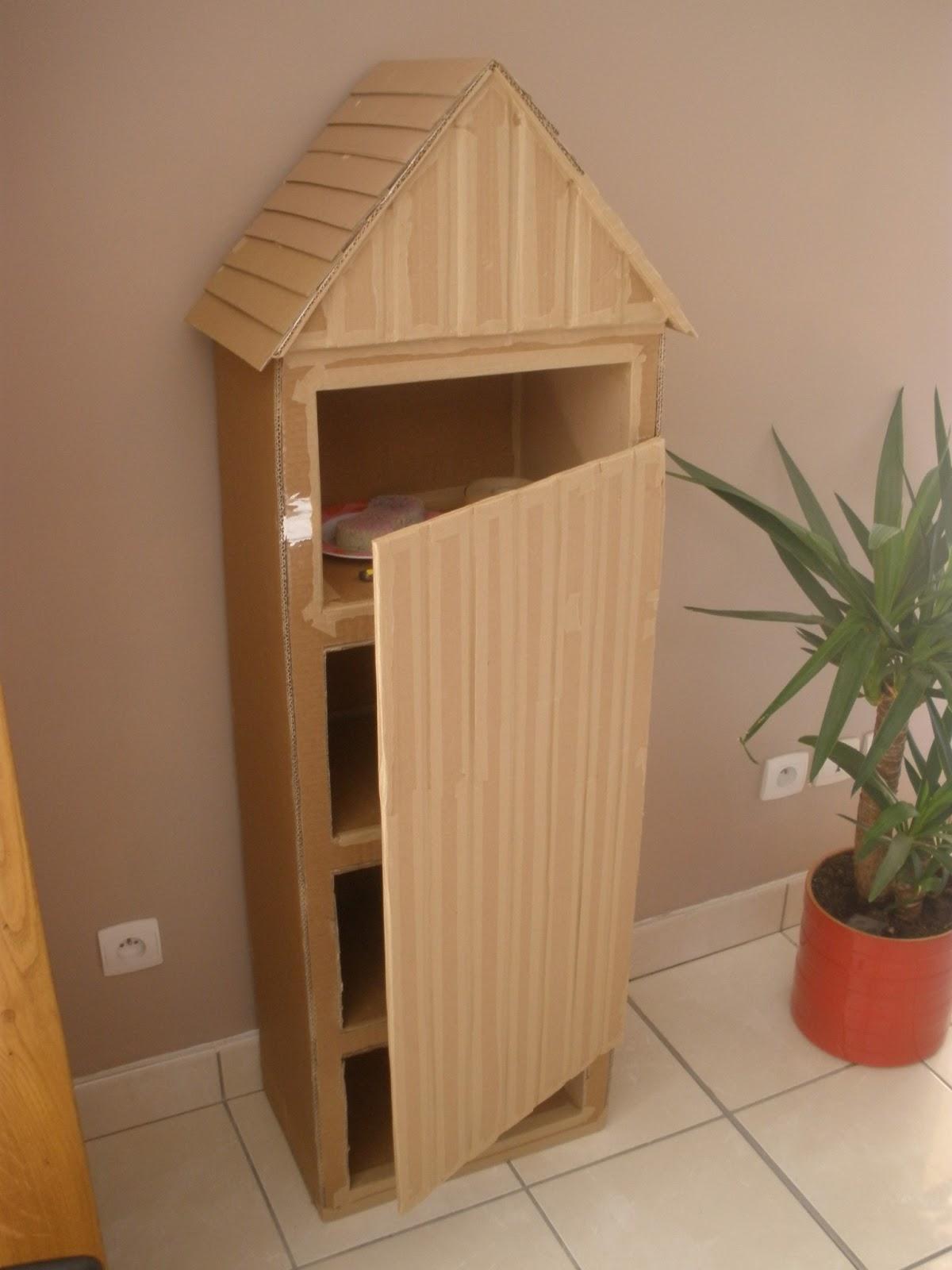 ces temps carton meuble cabine de plage. Black Bedroom Furniture Sets. Home Design Ideas