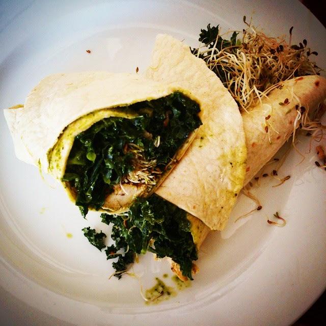 Recette végane: Wrap de Kale,  pousses de luzerne et chimichurri