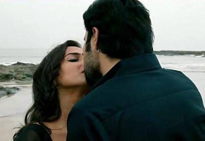 Vidya Balan and Emraan Hashmi kiss in the Dirty Picture