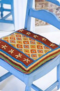 Вязаная подушка на стул