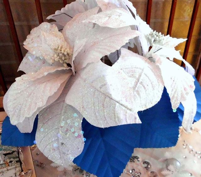 arreglo de flores con hojas de papel