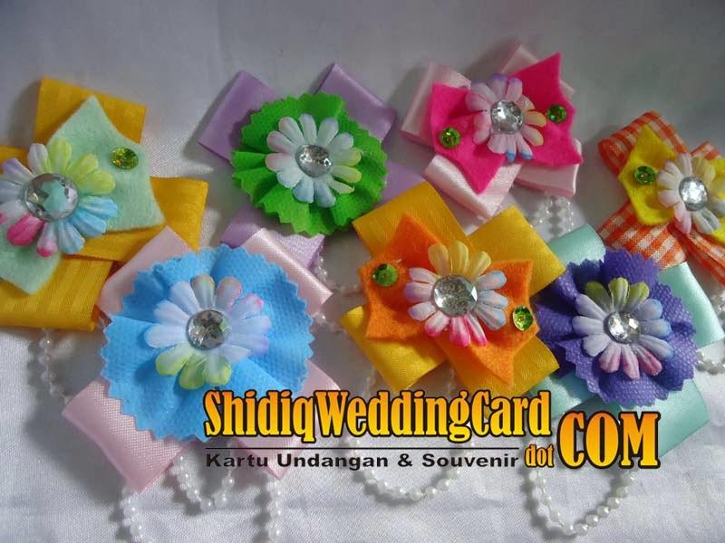 http://www.shidiqweddingcard.com/2014/02/souvenir-bross-bunga-a.html