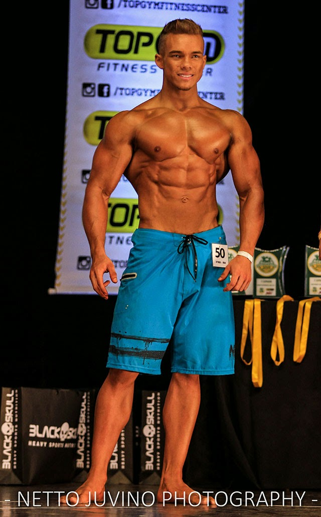 Vitor Chaves mostra o físico sarado no Estreantes 2015 da IFBB-RN.  Foto: Netto Juvino