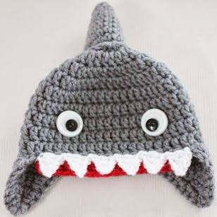 http://translate.googleusercontent.com/translate_c?depth=1&hl=es&rurl=translate.google.es&sl=en&tl=es&u=http://www.repeatcrafterme.com/2013/08/crochet-shark-hat-pattern.html&usg=ALkJrhgE6uBI3KkDDW85Tq0WOU3fRDf3aw