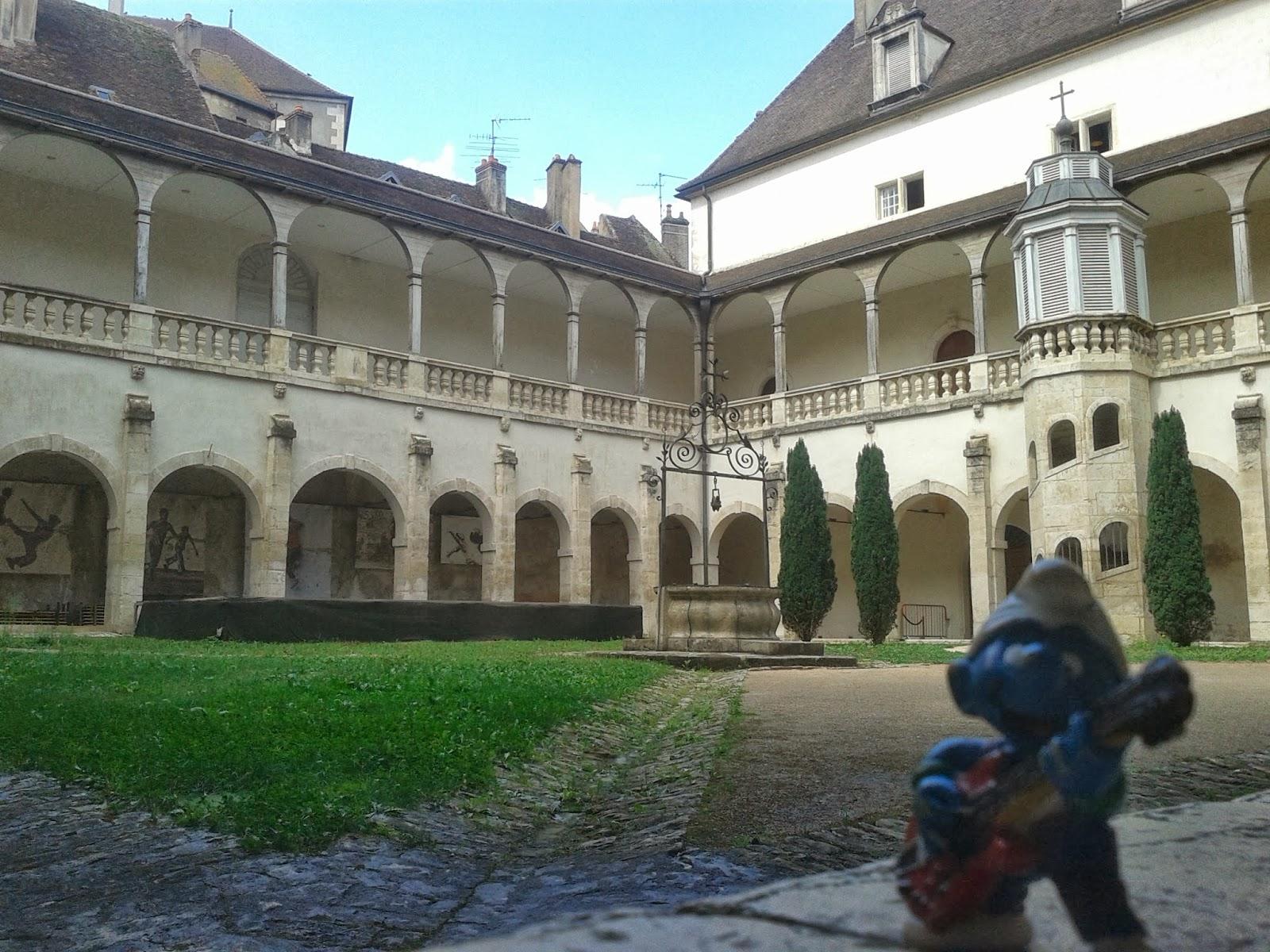 Pfuffy le schtroumpf baladin la plus belle ville de france - La plus belle villa de france ...