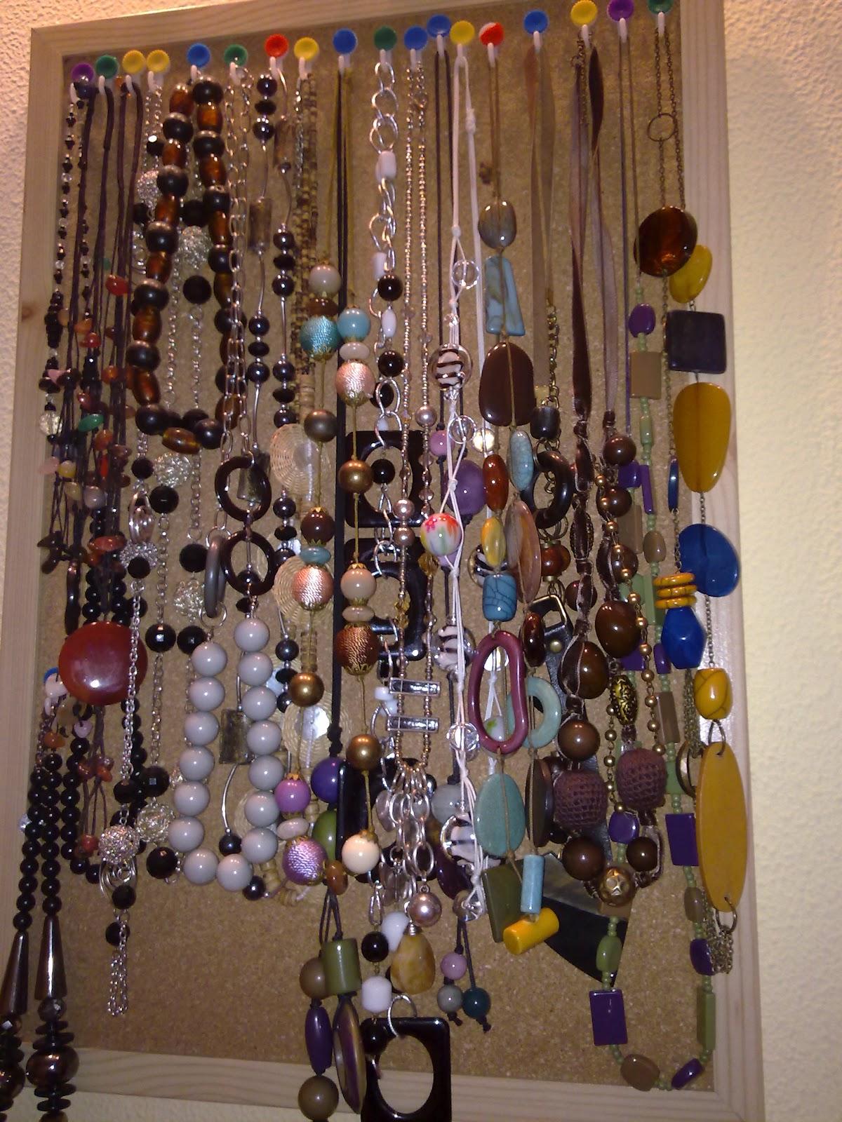 Cosetes i m s reciclaje y organizador de collares - Para colgar collares ...