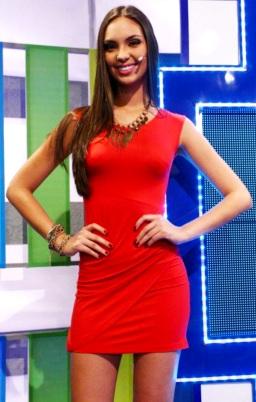 Natalie Vértiz vestida de rojo