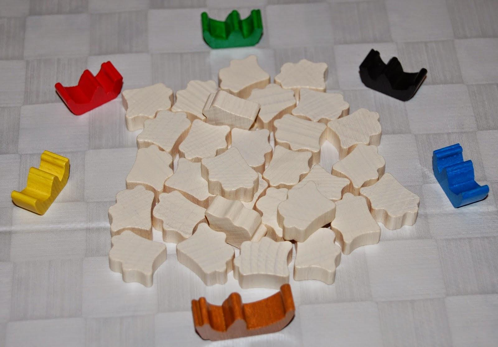 Conchas y barcos de madera