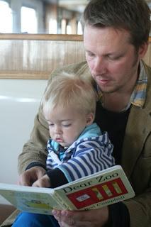 Ville reading to Anton on the vapur.