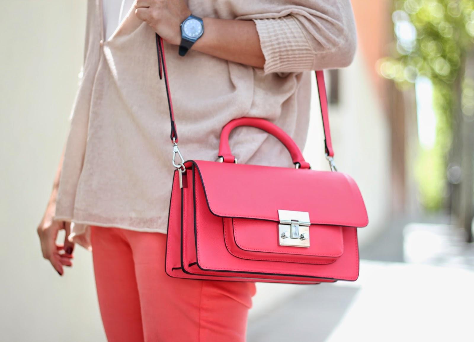 photo_street_style-look_coral-pantalones-bolso_coral-zara