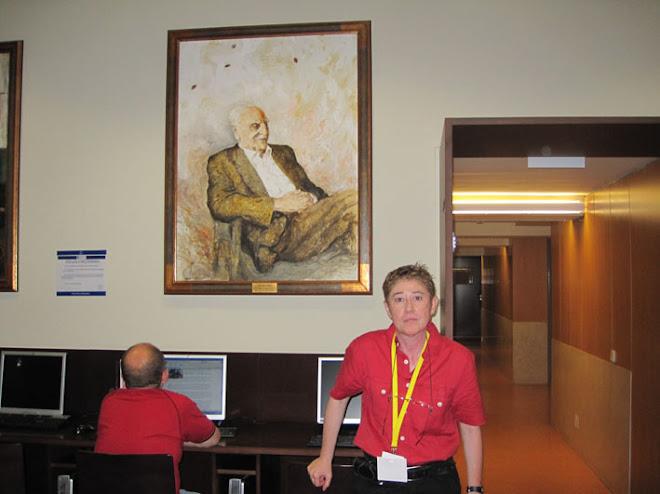 Junto al retrato de mi tío abuelo Francisco Ayala (Premio Cervantes).