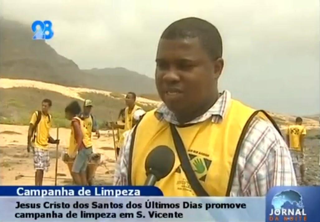 cabo verde - m u00e3os que ajudam a limpar praias