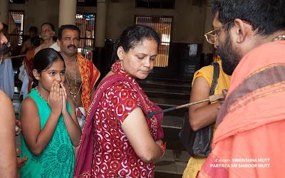Devotees in queue for MUDRADHARANA + Vedas