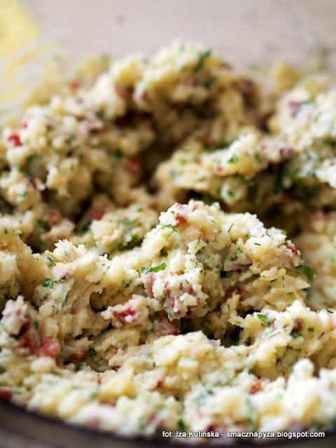 kotlety z ziemniaków z sosem maślakowym , ziemniaki , sos grzybowy , maślaki , z grzybami , kartofle , pyry , grule , ziemniak , kotlet , obiad , kuchnia polska , domowe jedzenie , najsmaczniejsze dania , smaczna pyza
