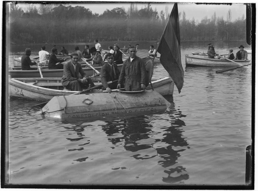 memoriademadrid: Un submarino en el lago de la Casa de Campo
