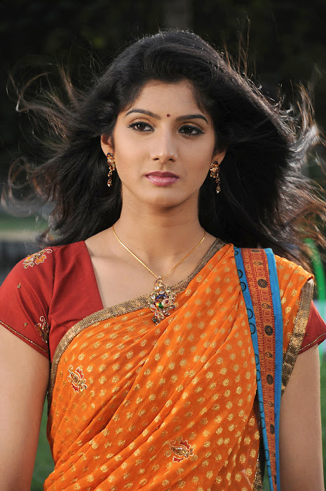 joshna in saree photo gallery