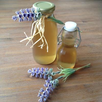 Lavendelsiroop en lavender breeze cocktail