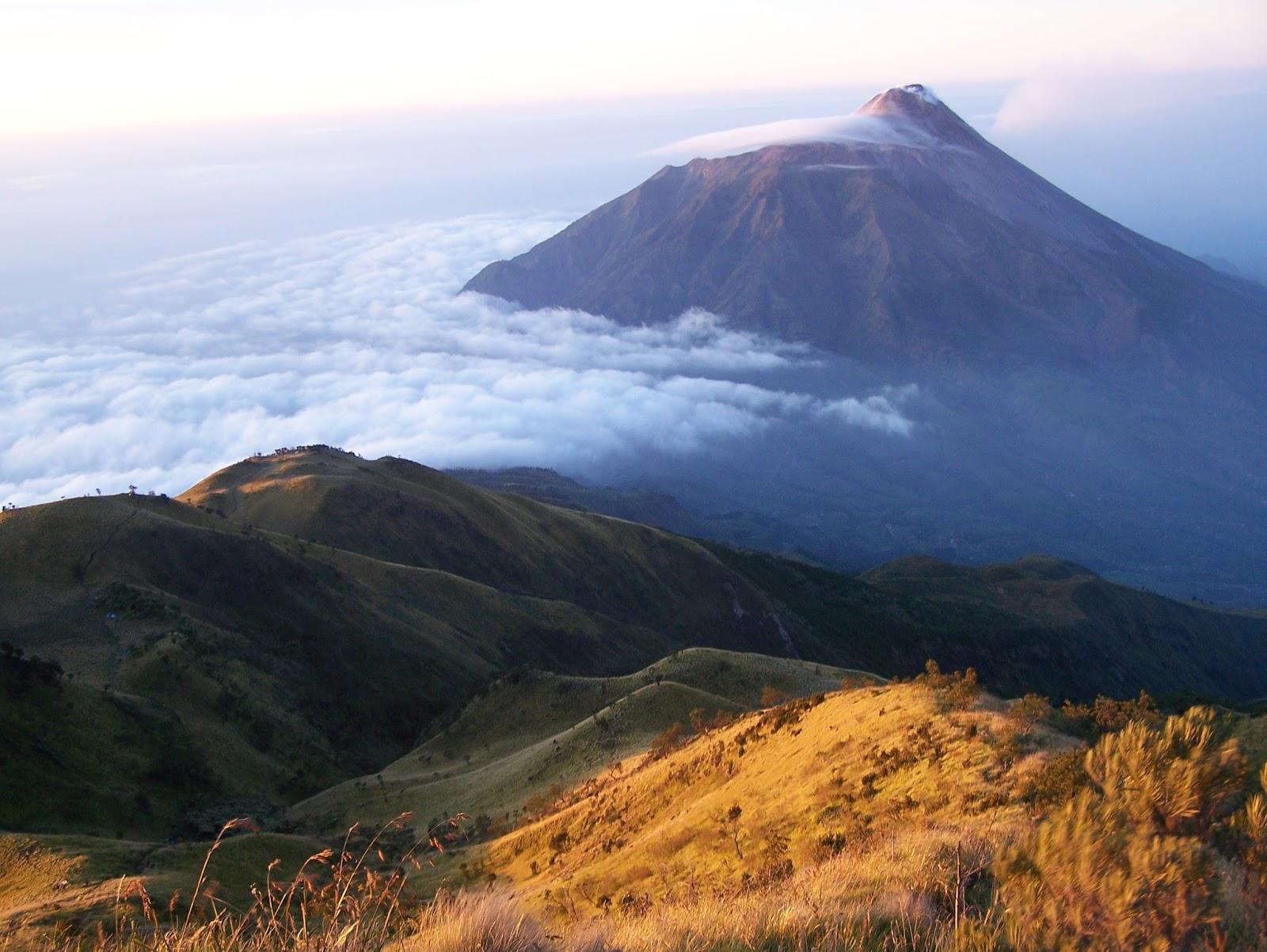 Gunung Paling Angker Di Indonesia  Info Dunia